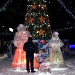 На Потоке в Барнауле создали новогодний городок с ледяным троном