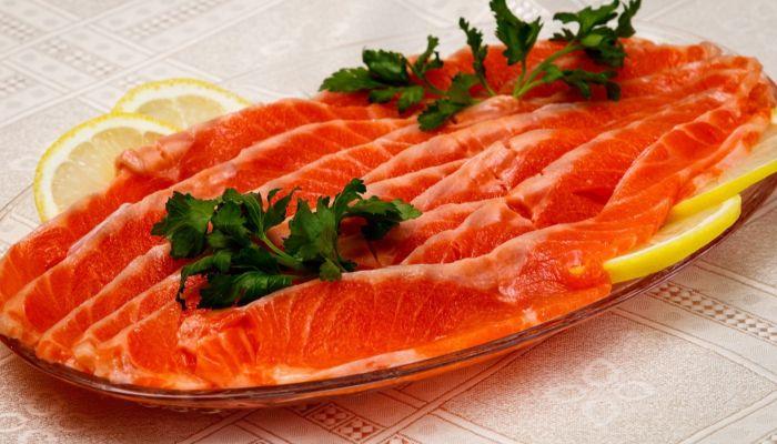 Роскачество: как выбрать соленую красную рыбу на новогодний стол