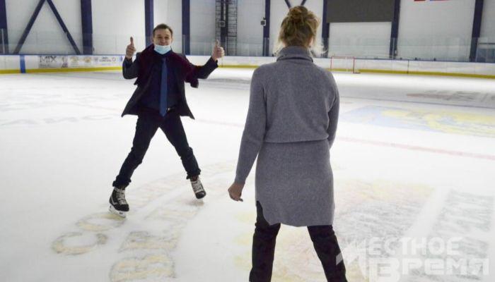 Трое алтайских чиновников опробовали лед в Гимаев-Арене