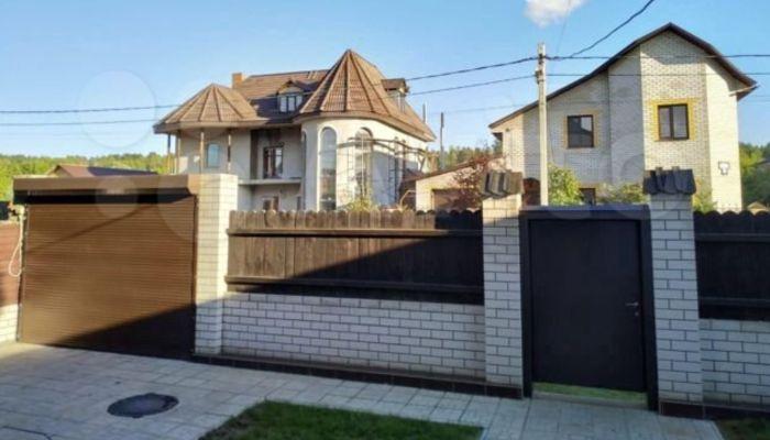 Дом с шахматными полами сдают в аренду за 43 тысячи рублей в пригороде Барнаула