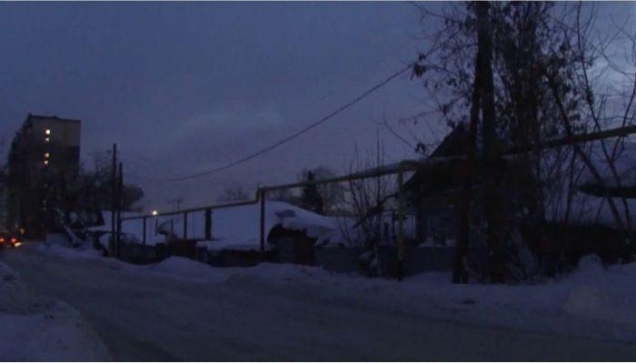 Дети из поселка Новомихайловка вынуждены ходить в школу в кромешной тьме
