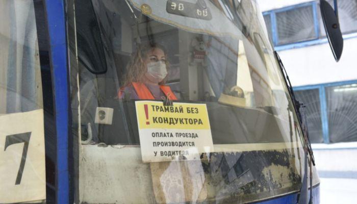 В Барнауле запустили первые трамваи без кондукторов