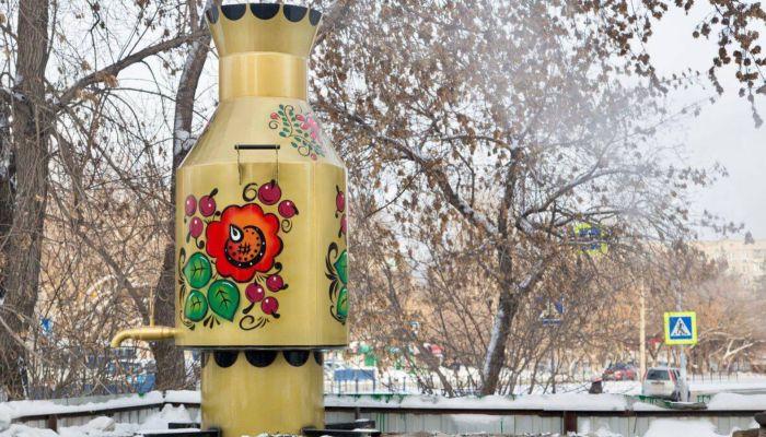 Не только паровозы: энергетики Барнаула поставили самовар на теплотрассе
