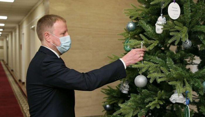 Появилось видео поздравления Виктора Томенко с Новым годом