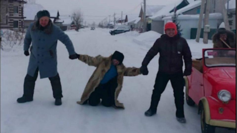 Труса, Балбеса и Бывалого заметили на улицах новогоднего Барнаула