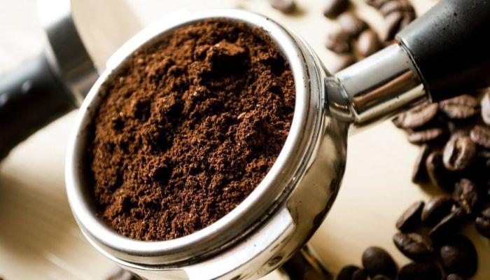Медик сказала, почему не стоит запивать кофе коньяком