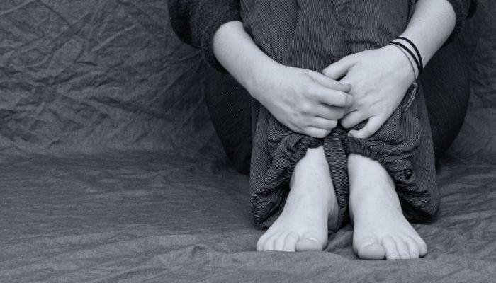 В Алтайском крае женщину обвинили в истязании приемного ребенка