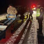 Полицейские спасли замерзающих людей на трассе в Алтайском крае