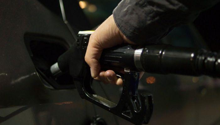 Коммерсантъ: в России могут резко взлететь цены на бензин