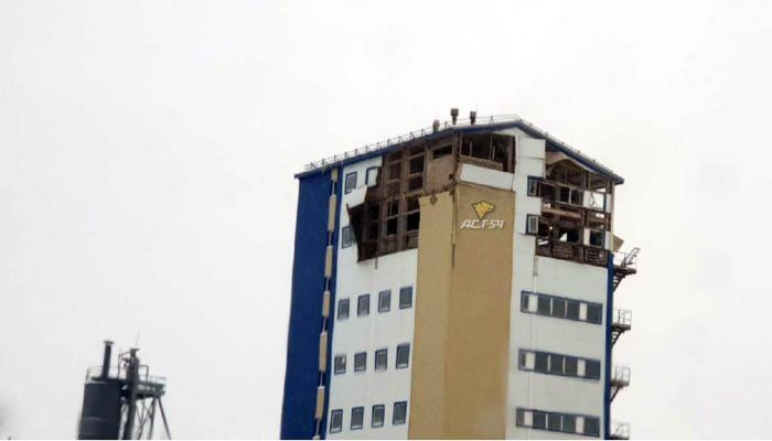 Мощный взрыв уничтожил два этажа здания в Новосибирске