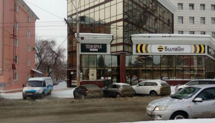 Центр Барнаула затопило водой из-за порыва водопровода