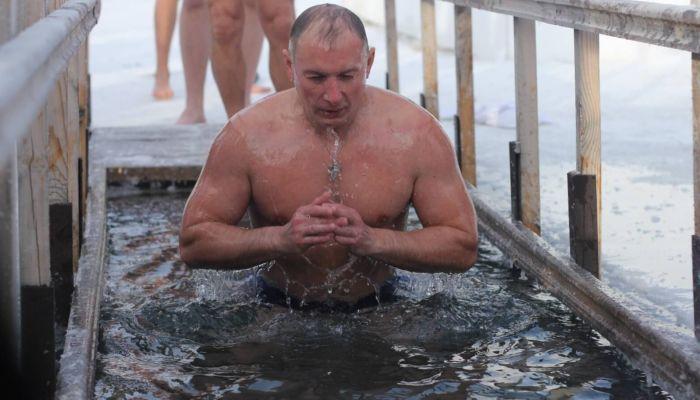 Как подготовиться к купанию в проруби на Крещение Господне 19 января