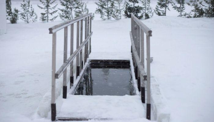 Алтайский Роспотребнадзор разрешил окунуться в купель на Крещение