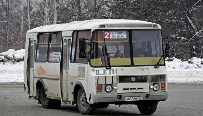 Показал фигу и уехал: барнаульцы жалуются на работу городского автобуса