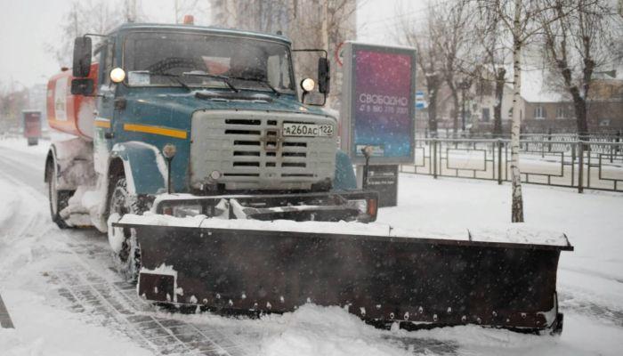 Почти 150 снегоуборочных машин будут работать ночью в Барнауле