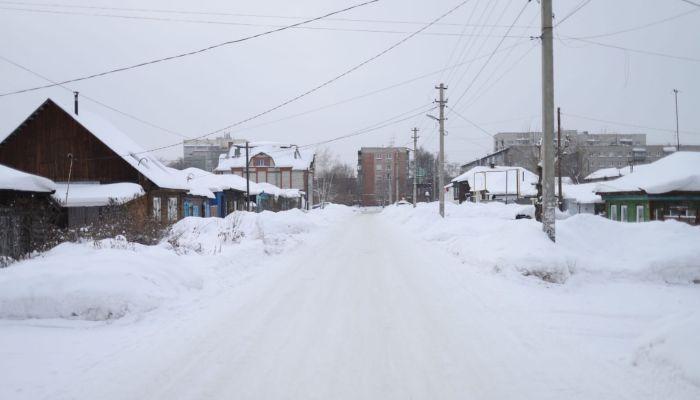 Устали откапываться: жители частного сектора Барнаула пожаловались на дорожников