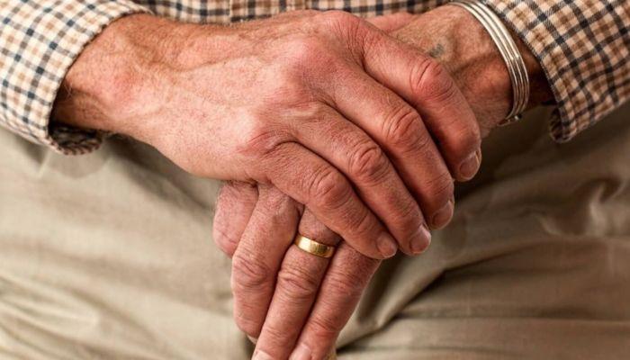 Пенсионер потерял деньги из-за настойчивых мошенников, оборвавших ему телефон