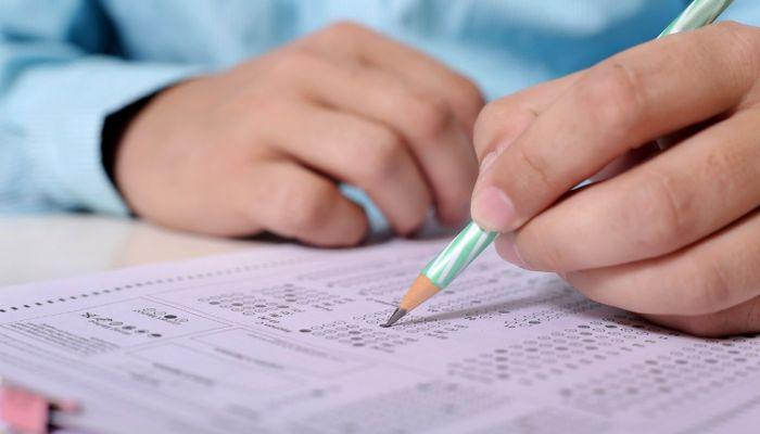 Алтайским выпускникам разрешат сдавать ЕГЭ только по двум предметам