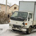 Не заметил грузовика: смерть пешехода в Алтайском крае попала на видео
