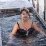 Большинство россиян не собираются окунаться в прорубь на Крещение