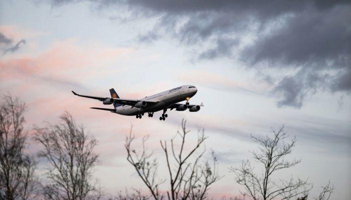 Стоимость авиабилетов на некоторые направления в России снизилась на 40%