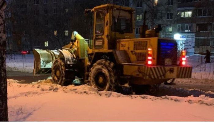 В Барнауле пошли вторые сутки ремонта на месте прорыва трубы на Малахова