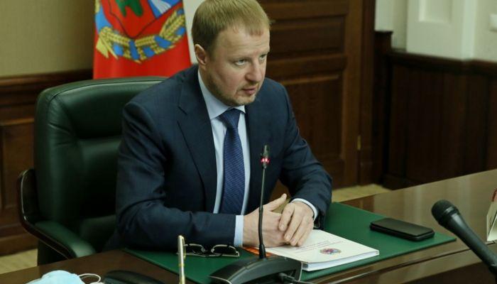 Томенко послал чиновников в соцсети после аварий на теплосетях