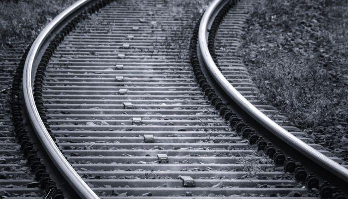 Нетрезвый пенсионер попал под поезд в Алтайском крае