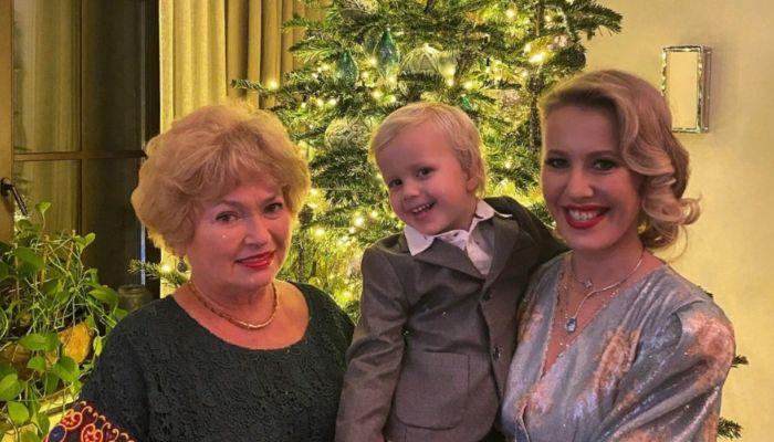 Мать Ксении Собчак должна вернуть 730 тысяч рублей Пенсионному фонду