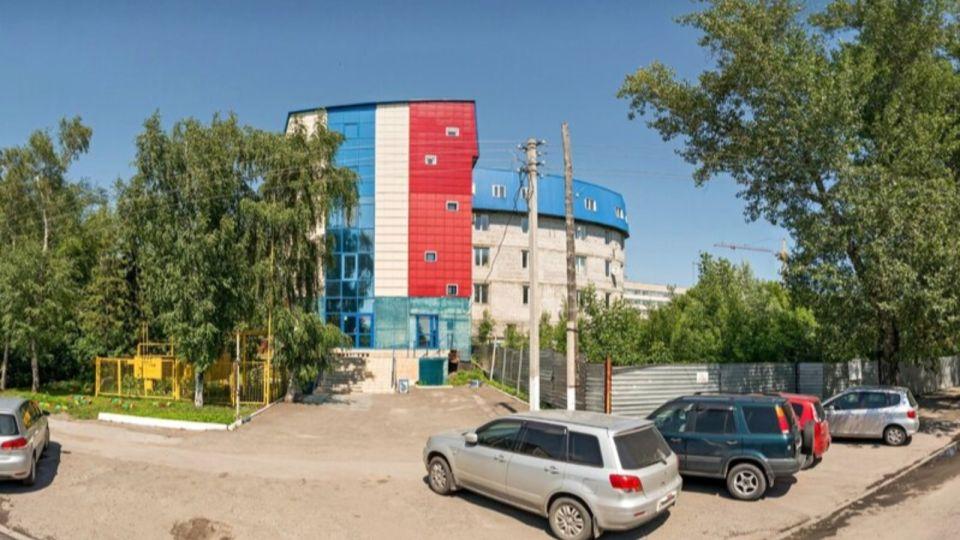 """""""Самый уродливый дом"""" в Барнауле ушел с молотка"""