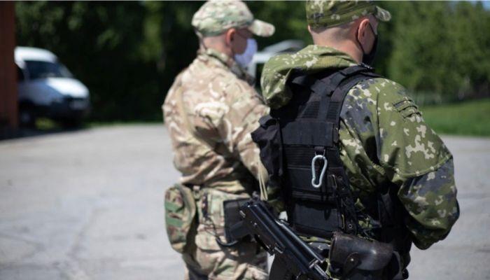 Сотрудники ФСБ будут досматривать барнаульцев на улице