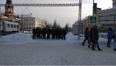 Акция в защиту Навального завершилась в центре Барнаула