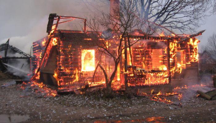 Смертельный пожар и страшное ДТП. Обзор происшествий на Алтае за выходные