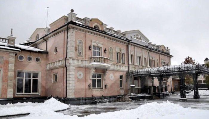 Самый дорогой дворец в России продают за 1,65 млрд рублей