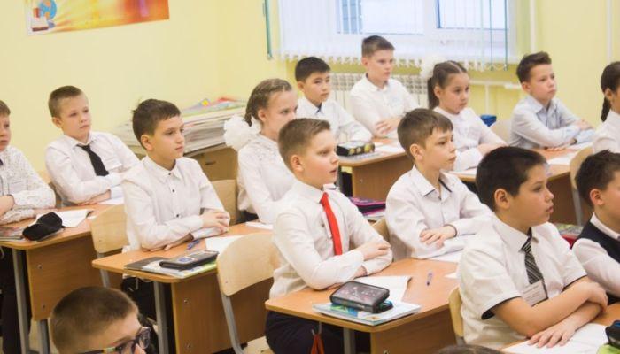 Глава Минобра рассказал, почему в новостройках Барнаула лопаются новые школы