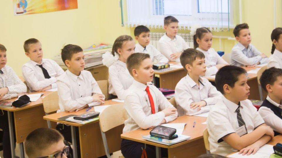 """Глава Минобра рассказал, почему в новостройках Барнаула """"лопаются"""" новые школы"""