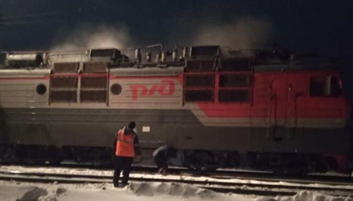 Локомотив грузового состава загорелся на железной дороге в Алтайском крае