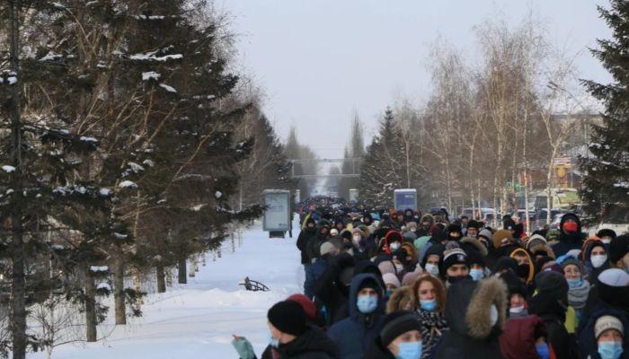 В Барнауле задержали молодых людей с листовками о незаконном митинге