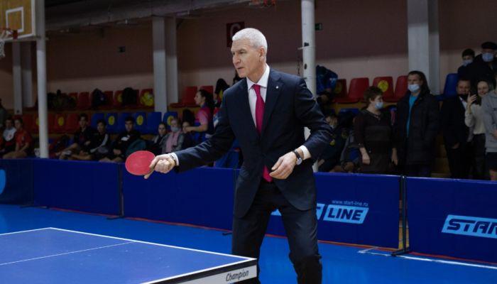 Сыграл и поработал: как провел время в Барнауле министр спорта России