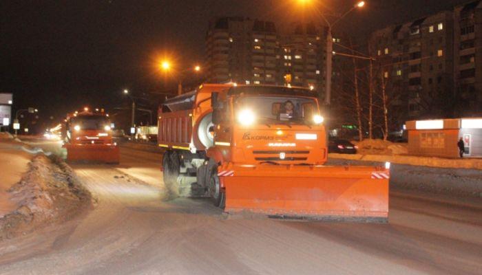 Около 70 единиц техники выпустили на уборку снега в Барнауле