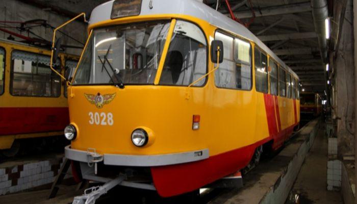 В Барнауле на маршрут вышел трамвай с обновленным салоном