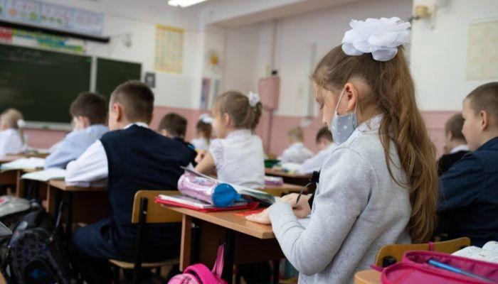 Барнаульские школы могут вернуться к очной шестидневке