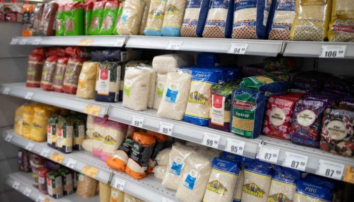 Минпромторг: помощь российским семьям продуктами сейчас неактуальна