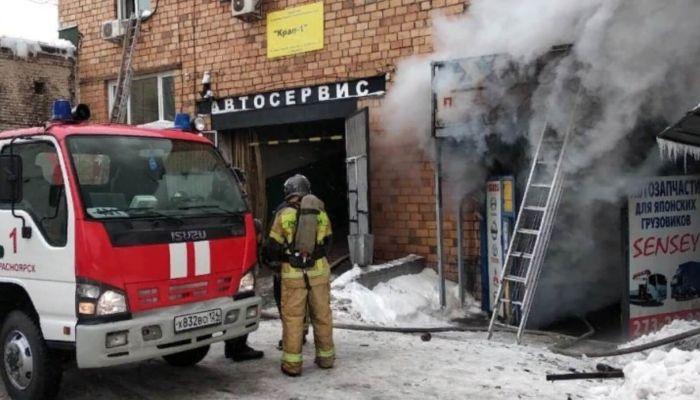 В Красноярске трое пожарных погибли во время тушения склада