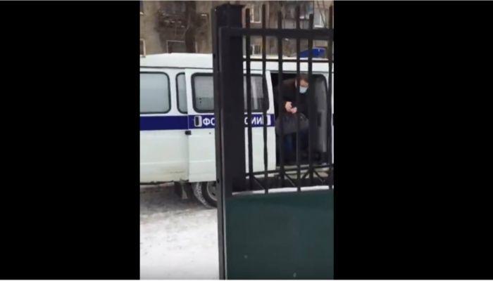 Появились кадры задержания экс-главы Октябрьского района Барнаула