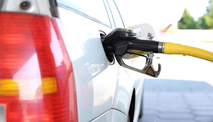 Топливный дефицит: хабаровчане продают места в очередь на автозаправках