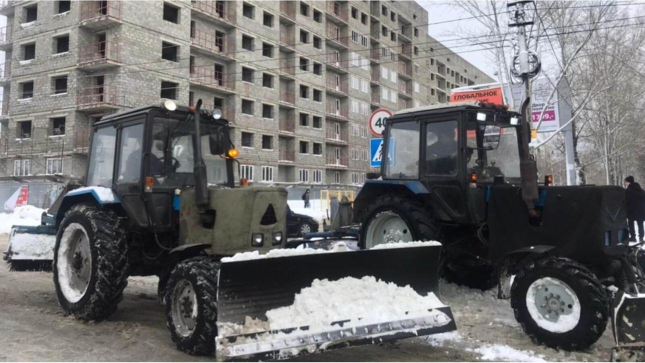 Мэр Бийска приехал на забастовку автобусников с трактором