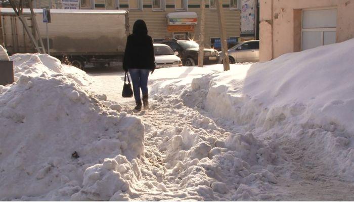 Во дворах ужасно: как убирают снег в Барнауле и на что жалуются горожане
