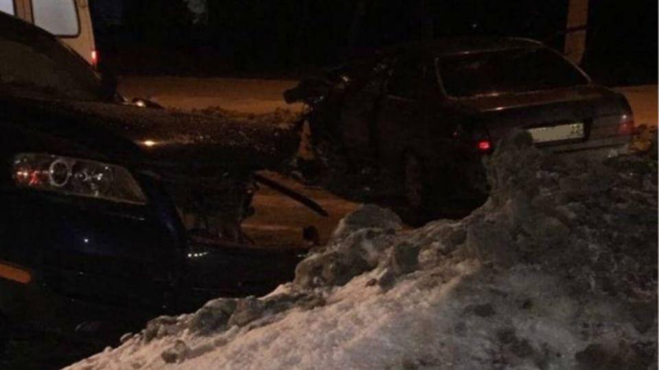 """""""Две машины в хлам"""": под Барнаулом произошла жесткая авария"""