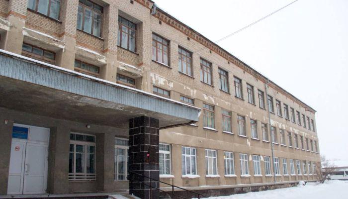 В российских школах отменяют занятия из-за сообщений о минировании